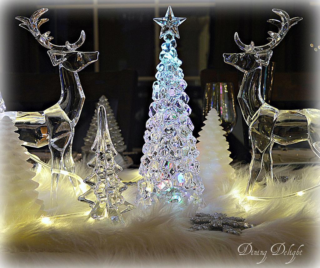 Acrylic-Icy-Reindeer-Centerpiece.jpg