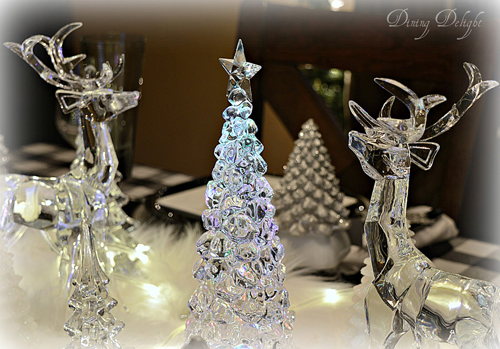 Acrylic-Reindeer-and-Tree-2.jpg