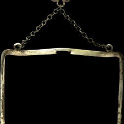 ldavi-feathersandmittens-danglingframe1.th.png